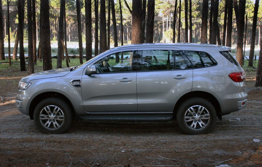 2016 Ford Everest Trend side exterior - FORD EVEREST REVIEW