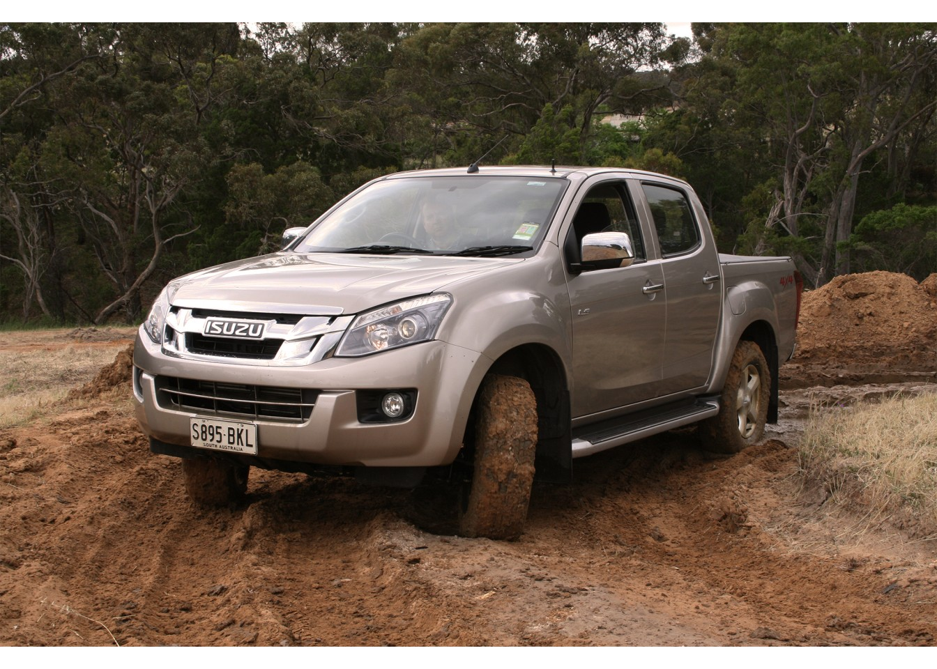 2016-isuzu-ute-d-max-ls-u-review-002