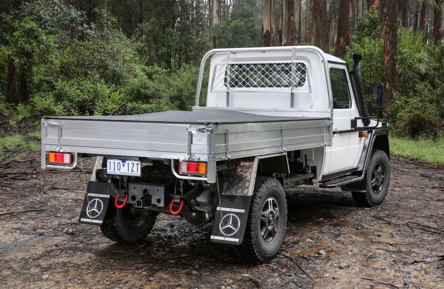 2017-mercedes-benz-g-wagen-professional-cab-chassis-007