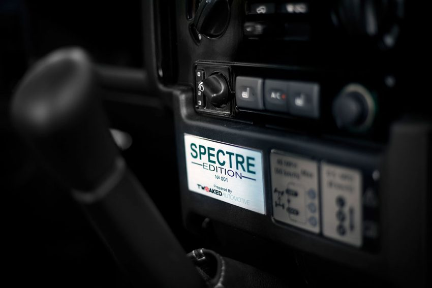 tweaked-land-rover-defender-spectre-009